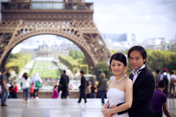 Wedded couple in Paris
