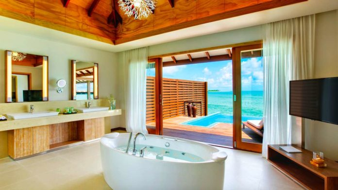 The free standing bath in The Hideaway Maldives
