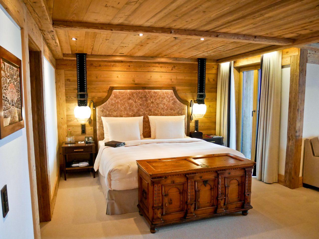 Alpina Gstaad - Bedroom Deluxe Suite