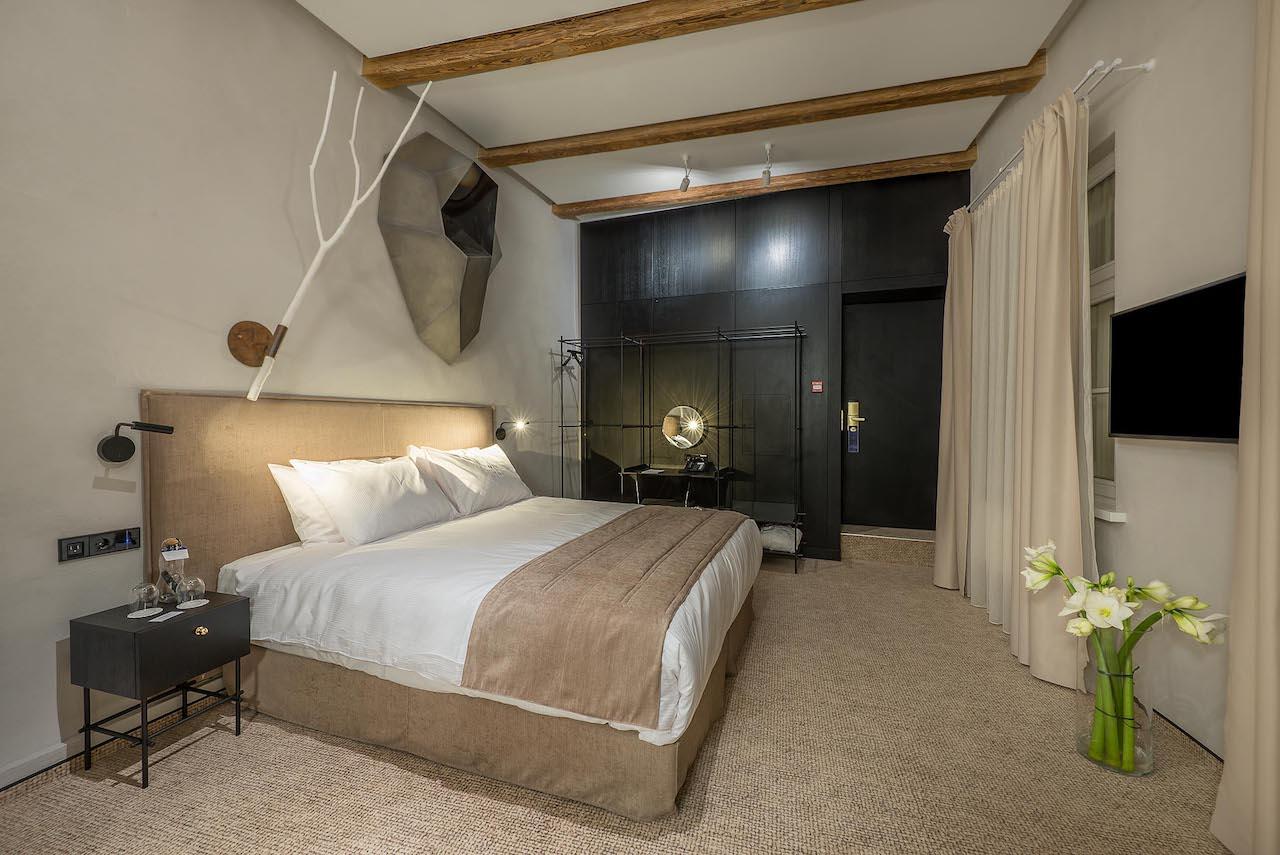 Artagonist Art Hotel - bedroom 1