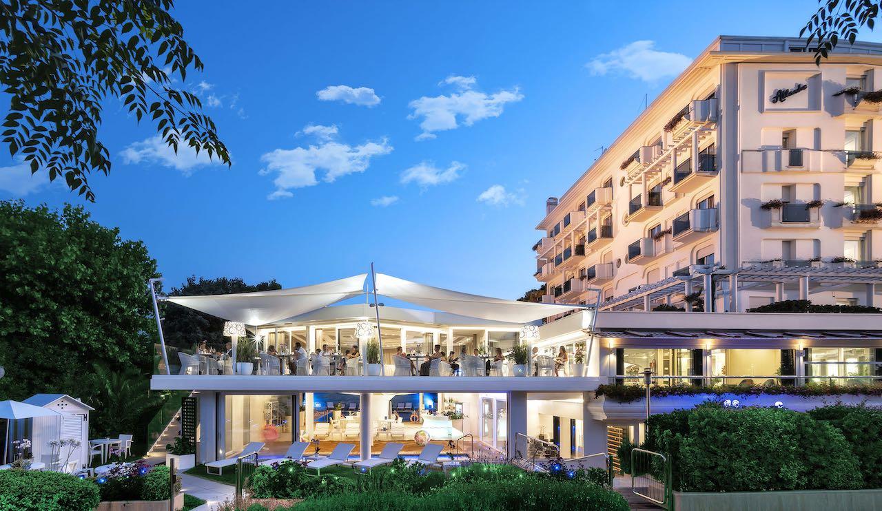 atlantic beachfront and spa hotel riccione italy. Black Bedroom Furniture Sets. Home Design Ideas