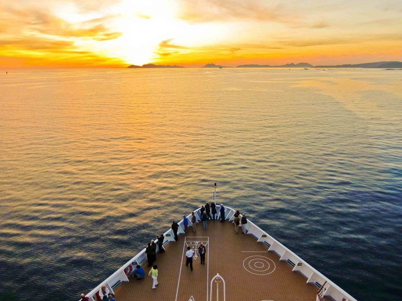 Fred Olsen Cruises, Breamar: Bay of Biscay at sunset