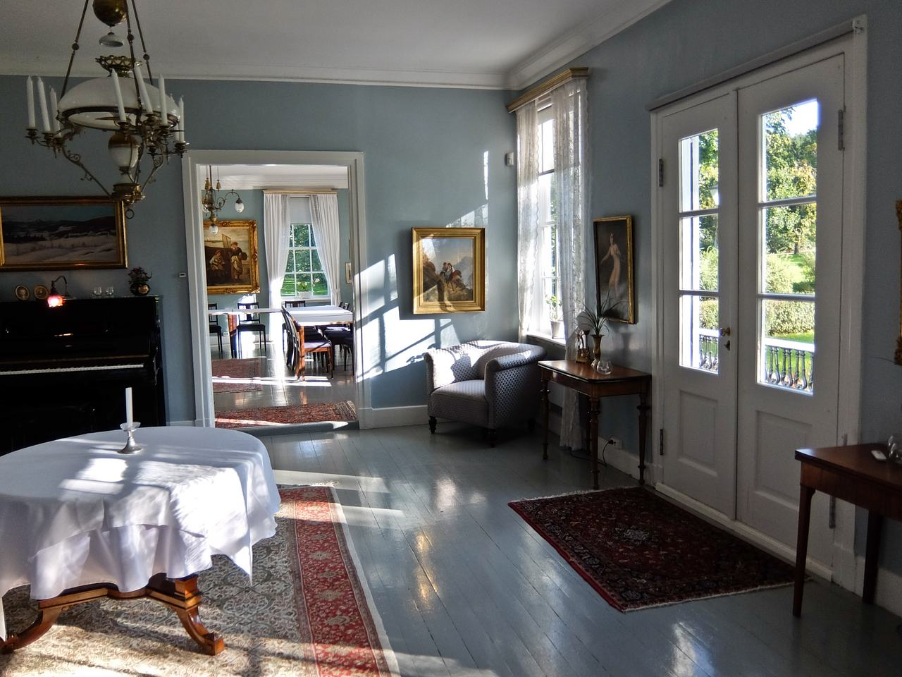 Boen Manor Interior