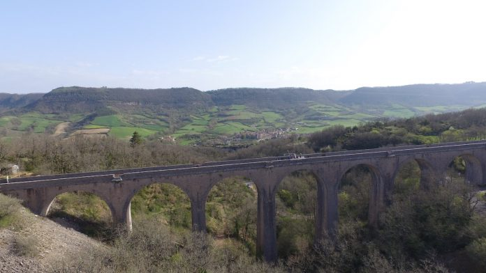 Bungee jumping off the Sainte Eulalie de Cernon Viaduct, Aveyron, France