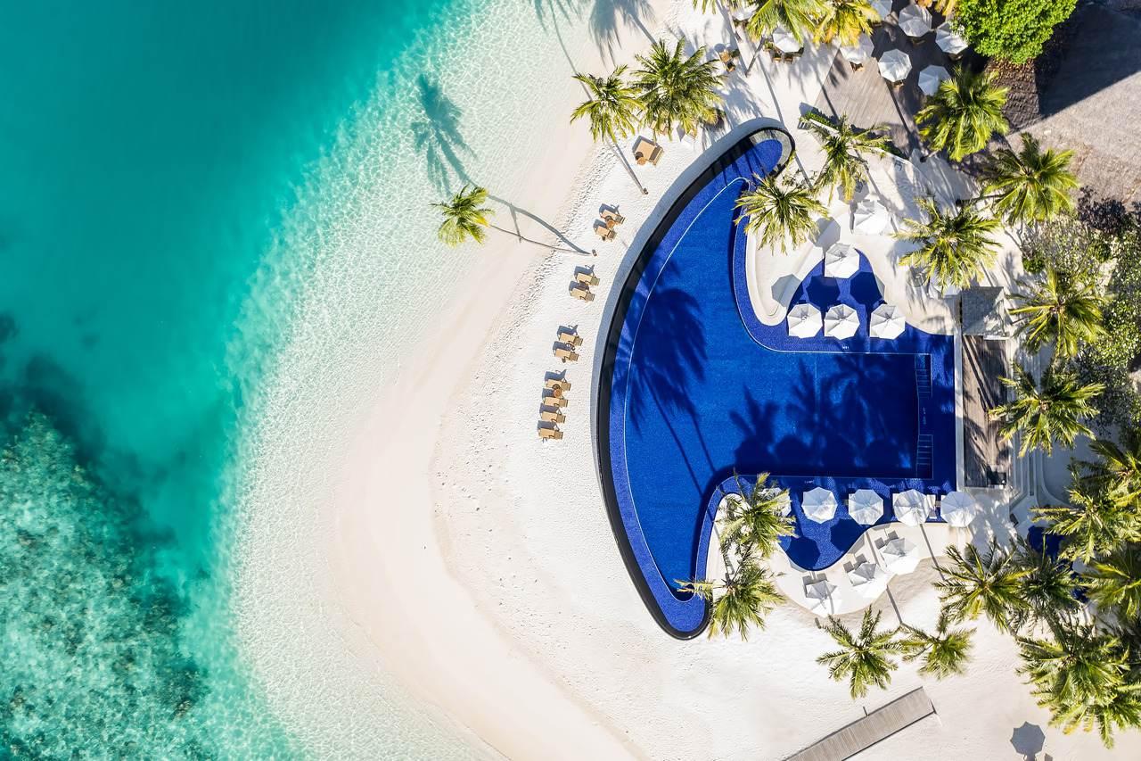 Infinity pool by Rangali Bar Conrad Maldives