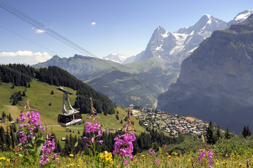 Cable car heading from Murren to Birg