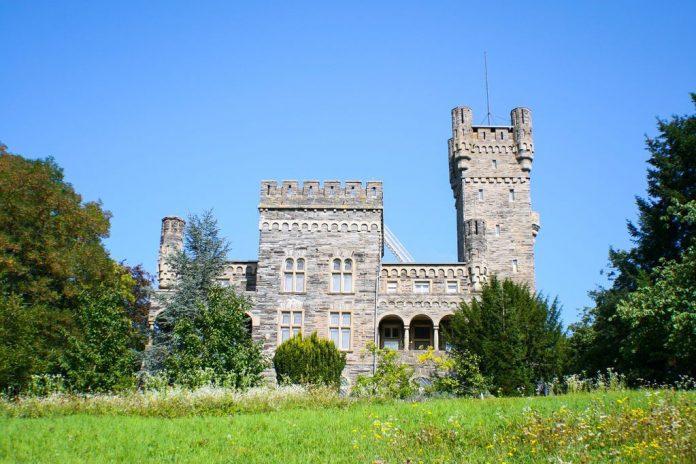 Castle Schloss Saarfels