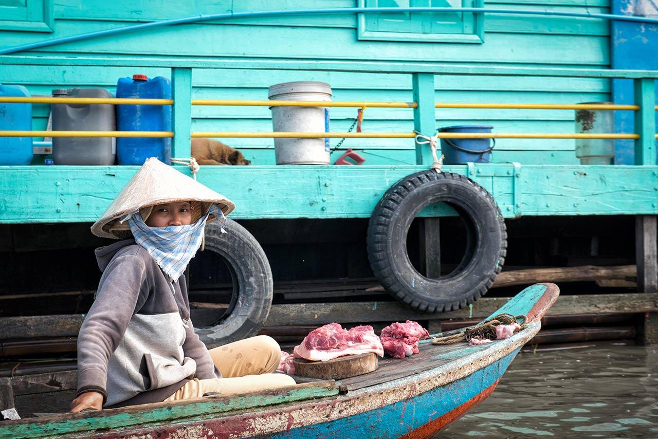 Floating market seller in Kro Kor Town