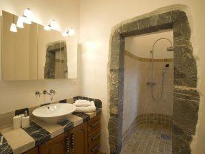 Château St. Philippe bathroom © HomeAway via Holidu