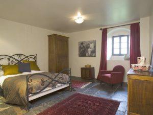Château St. Philippe bedroom © HomeAway via Holidu