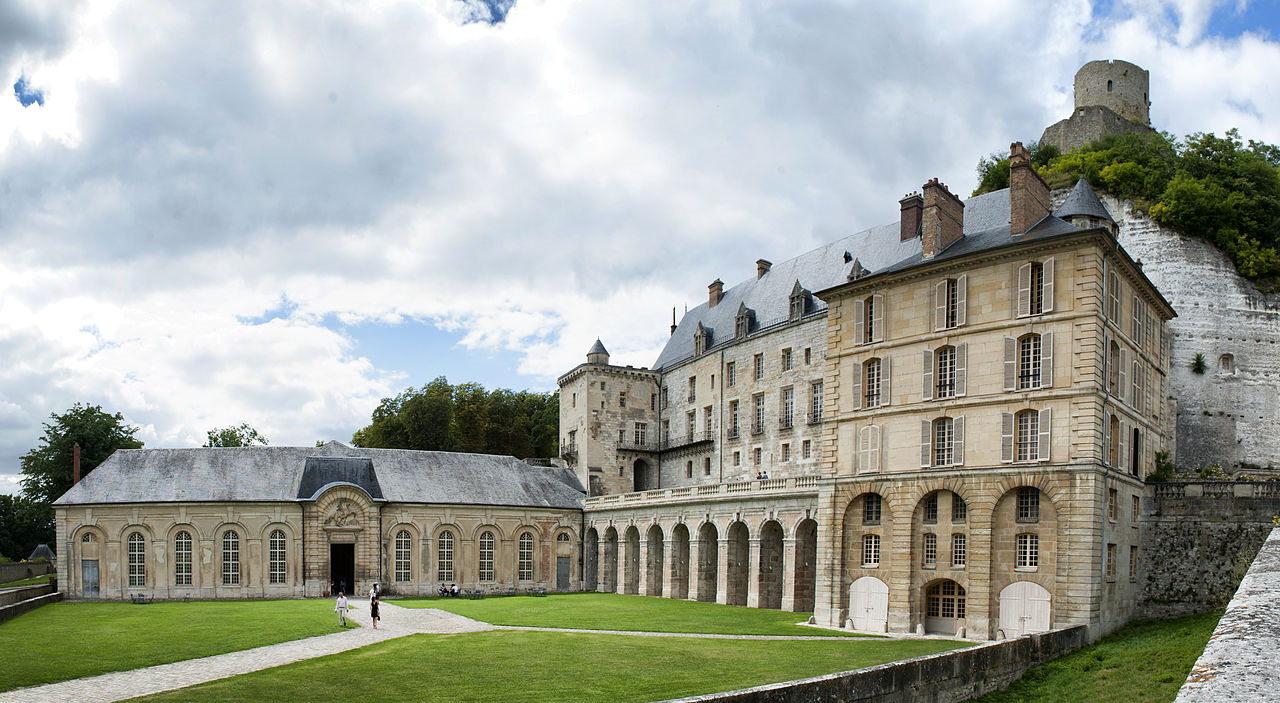Chateau la Roche Guyon