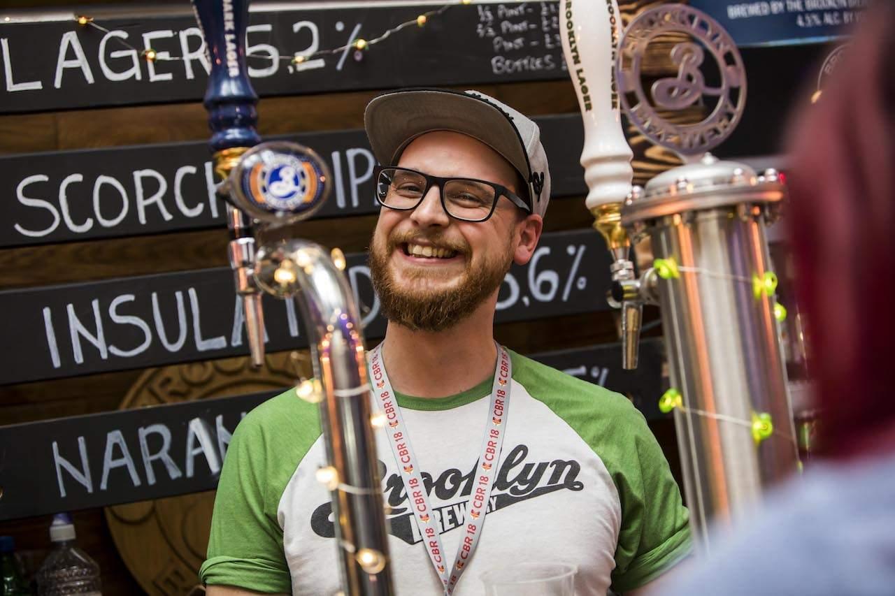 Craft Beer Rising barman
