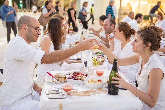 Shabbat dinner c. Kfir Bolotin