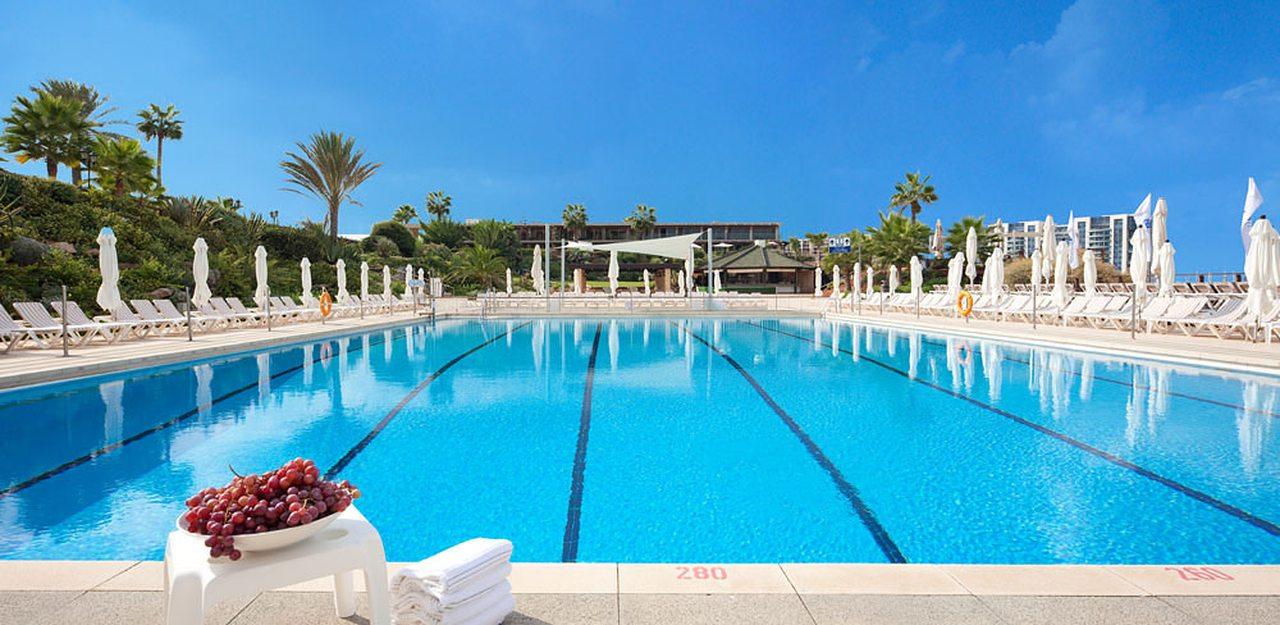 Dan Accadia pool