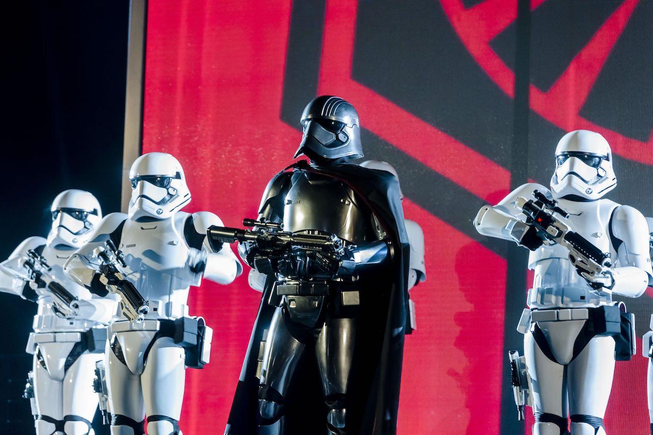Disneyland Paris - Star Wars Darth Vader and troopers
