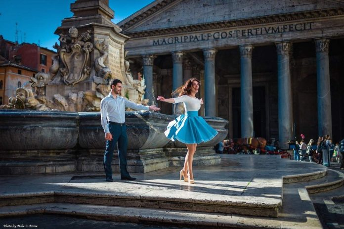 Get your travel photos taken professionally with Dovetail Experience, like this couple in Rome