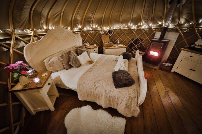 Elderflower yurt - inside by night
