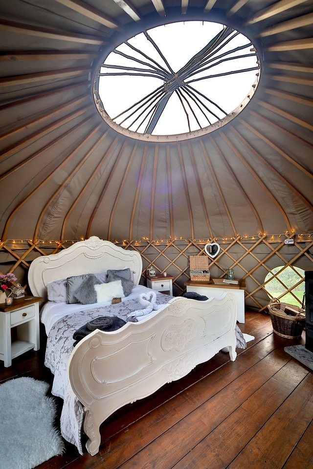 Elderflower yurt - inside