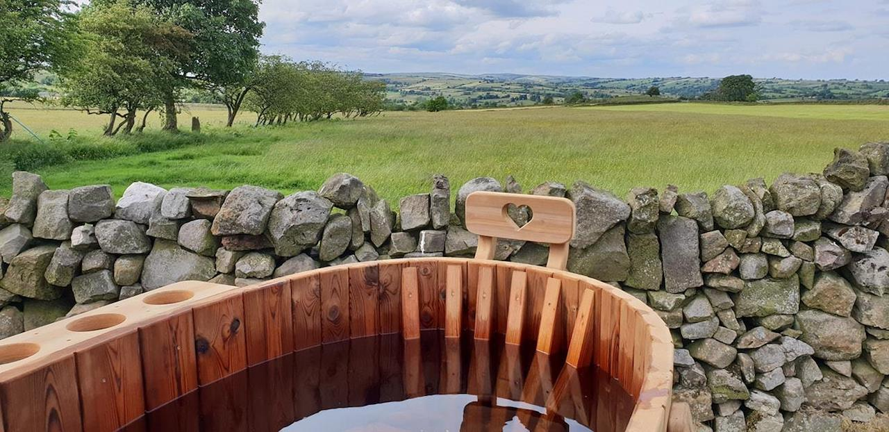 Elderflower yurt - love tub