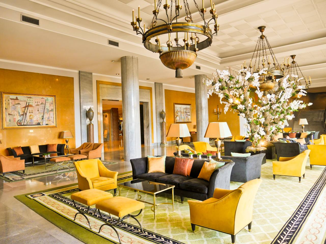 Four Seasons Hotel Ritz Lounge