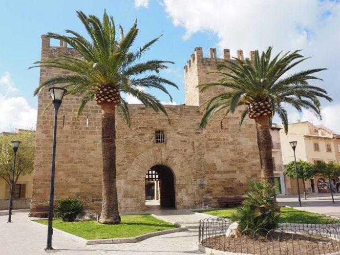 Gate to old town, Alcudia, Mallorca