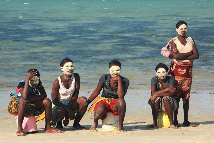 Macua women on Guludo beach, Mozambique