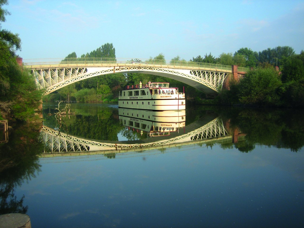 Cruise passing Holt Worcestershire