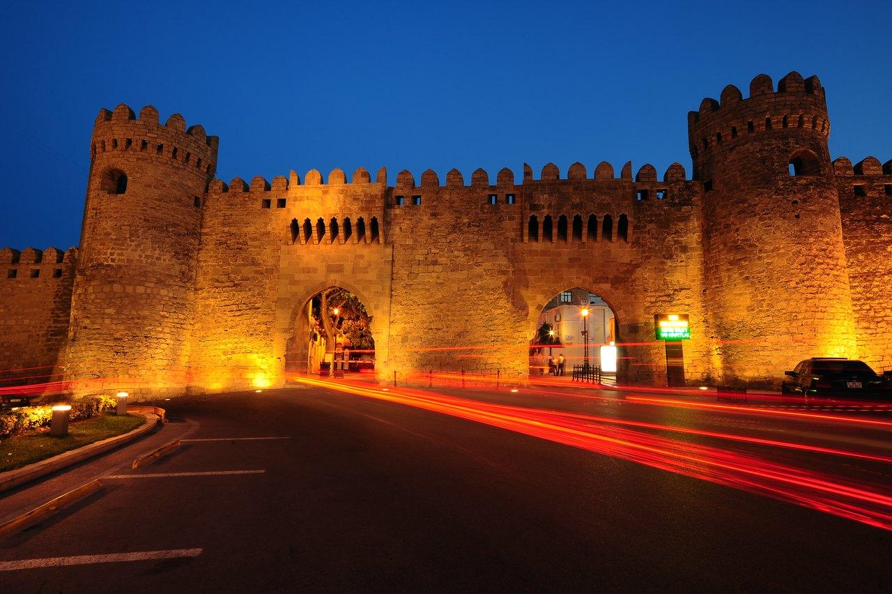 Azerbaijan, IIcherisheher Double gates