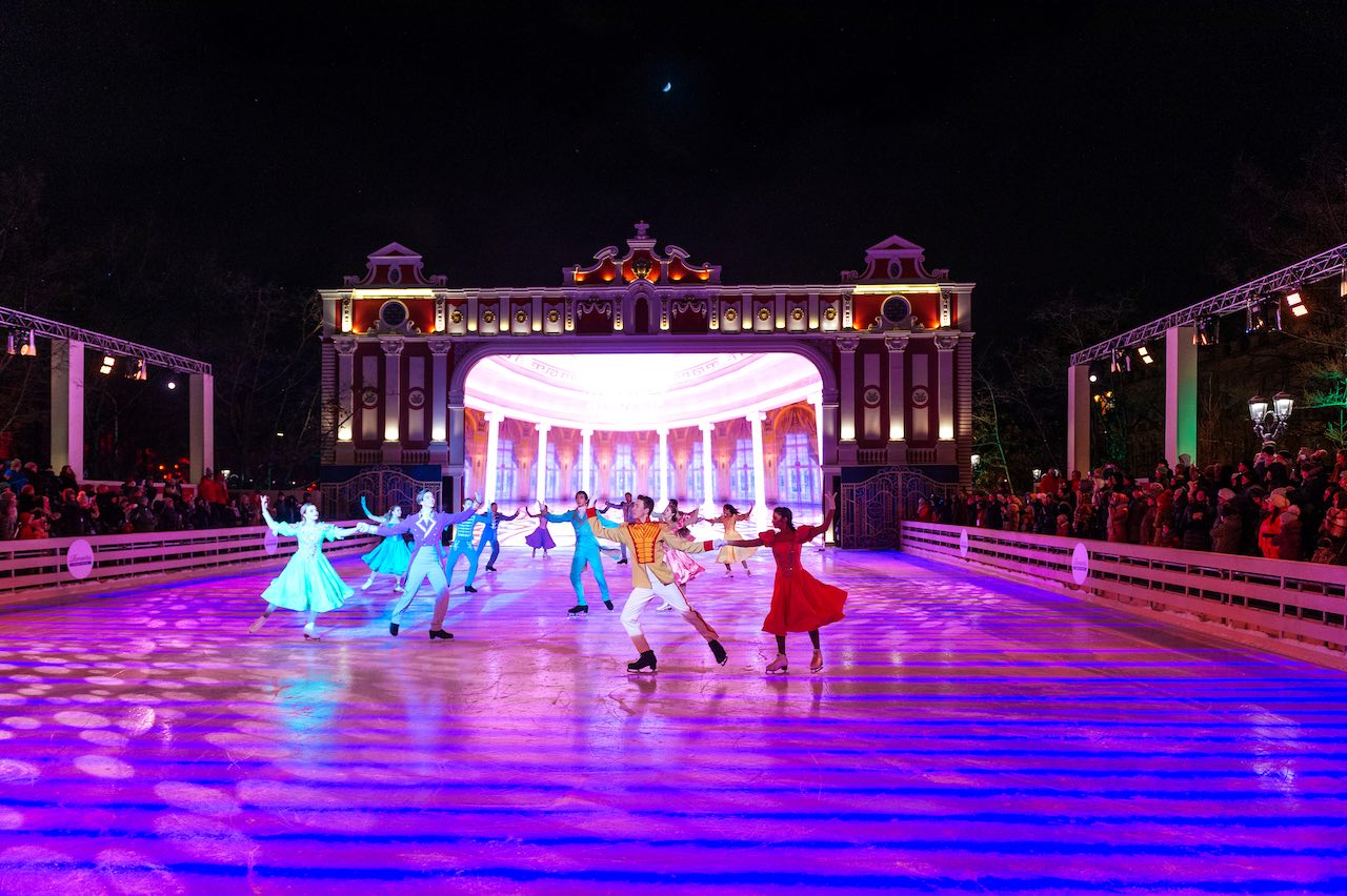 Journey to Christmas Moscow - skating performance