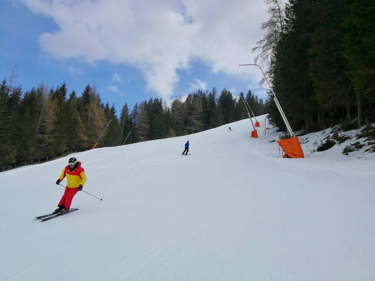 Skiing through the pine forests of Kaiserburg