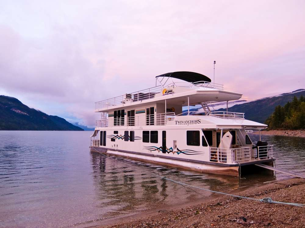 Twin Anchors Houseboat at sunset