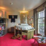 Koibito bedroom, Brighton