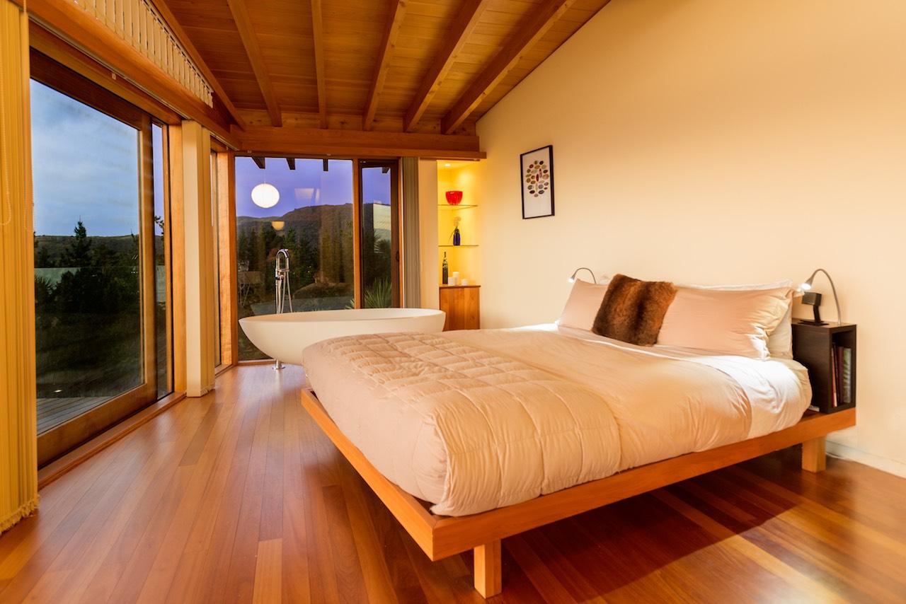 Kokohuia Lodge - bedroom