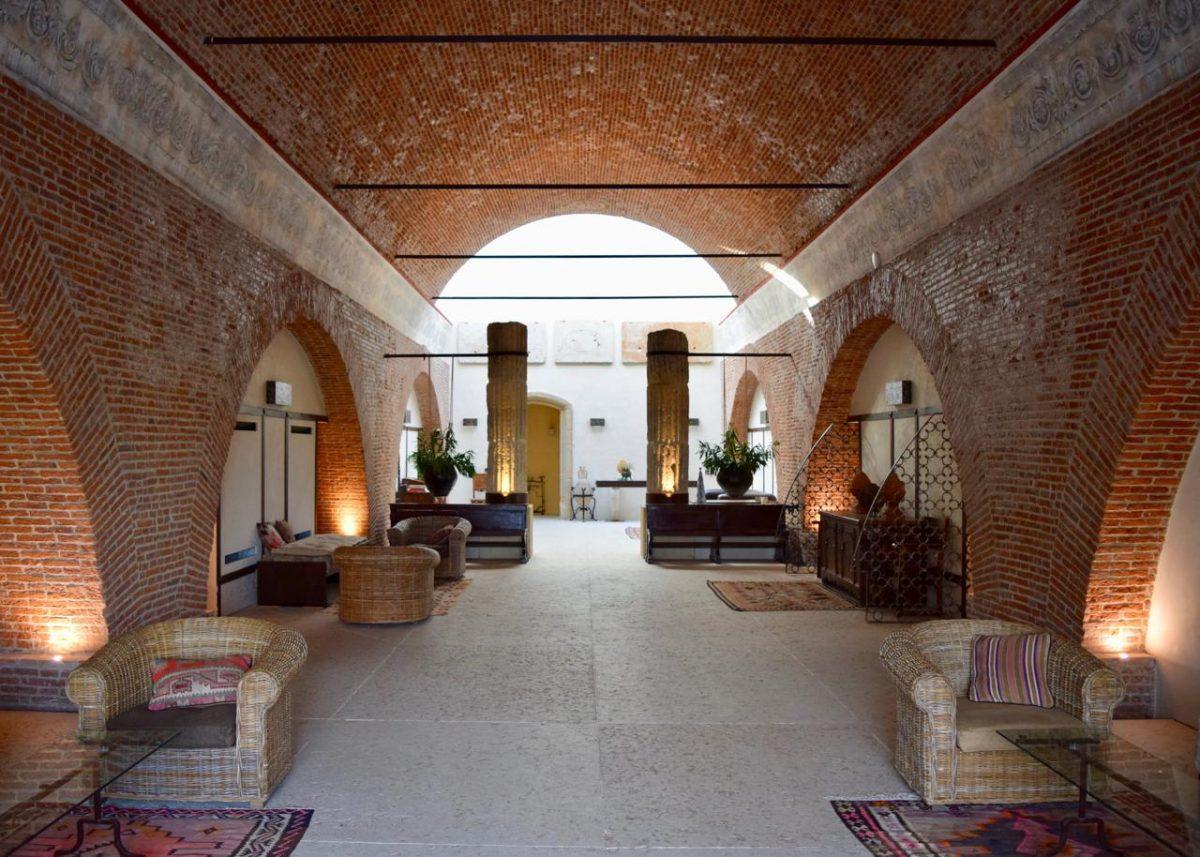 Lobby at Delser Manor