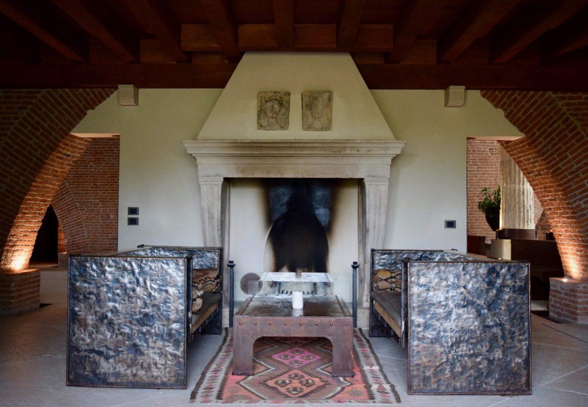 Lounge at Delser Manor