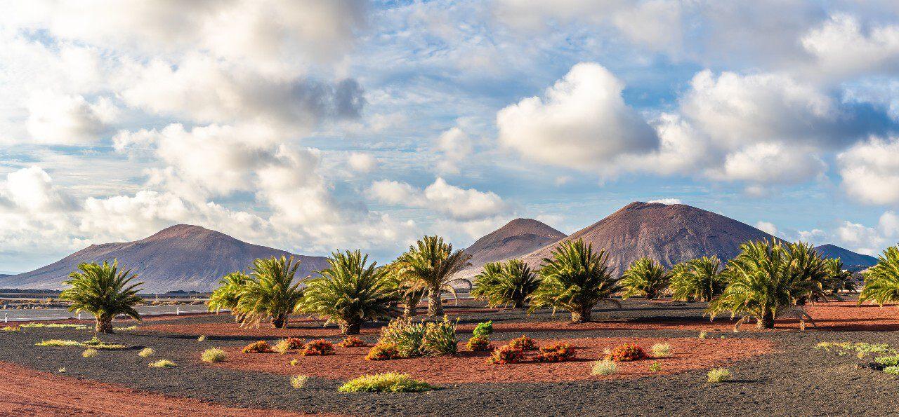 LoveHolidays_lanzarote-timanfaya-natonal-park-landscape-istock