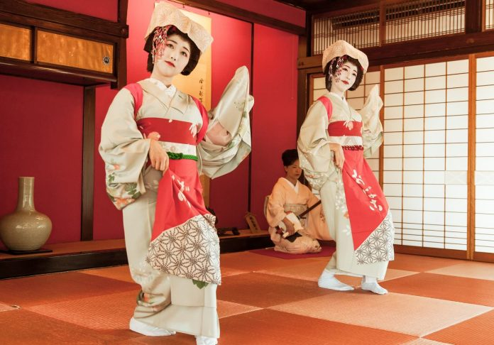 Maiko performance at Somaro
