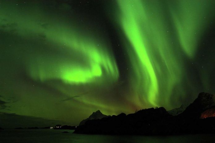 Northern lights over the mountain