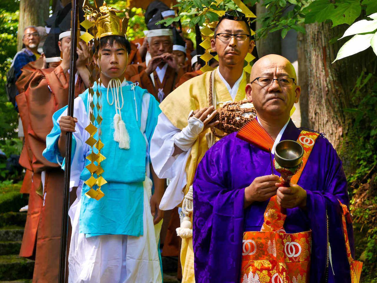 leading monks
