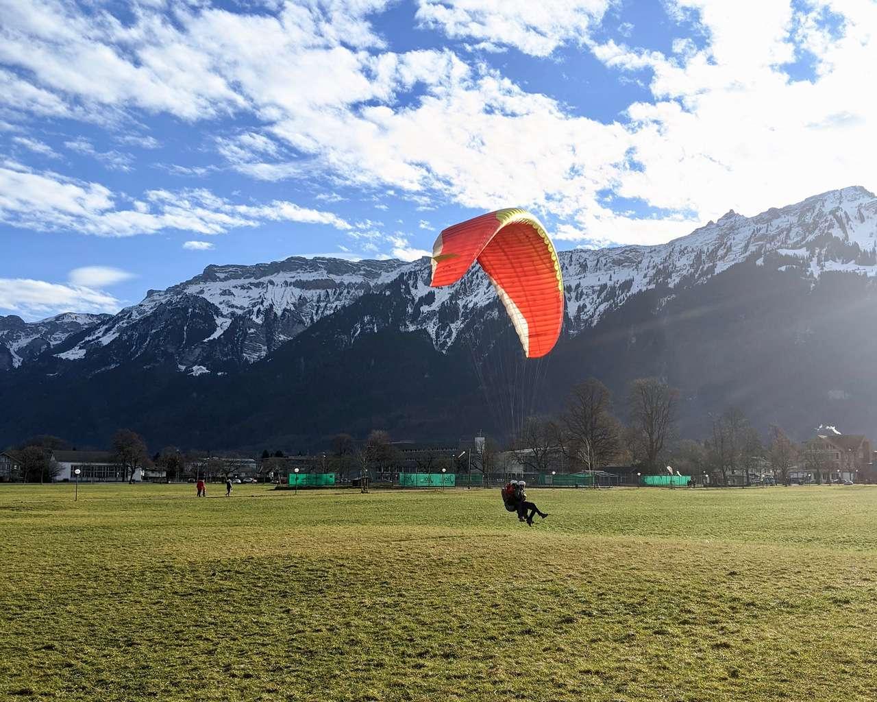 Paragliding Interlanken Landing