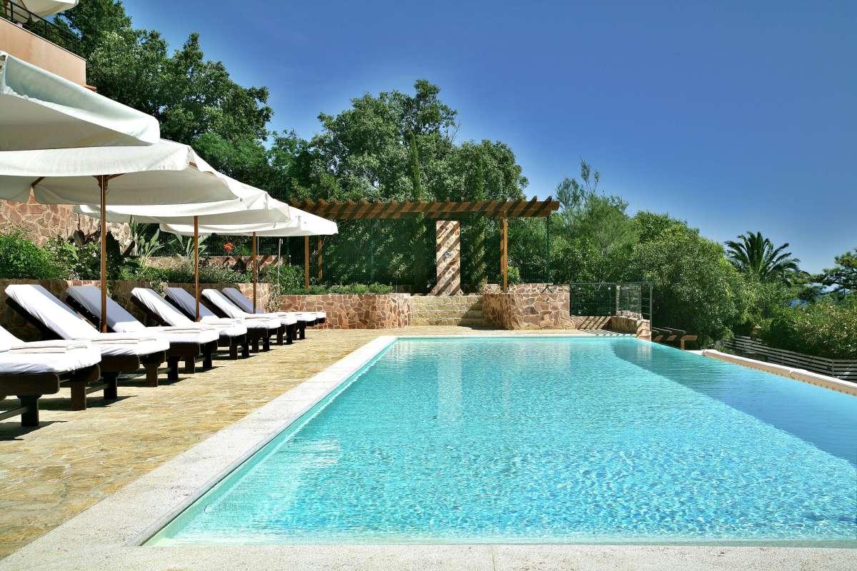 Tiara Yaktsa: Pool