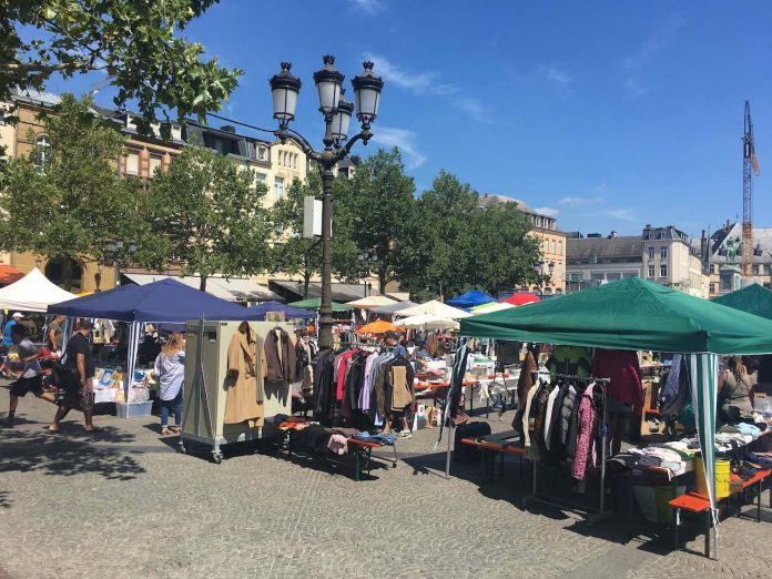 Luxembourg: Place Guillaume II market