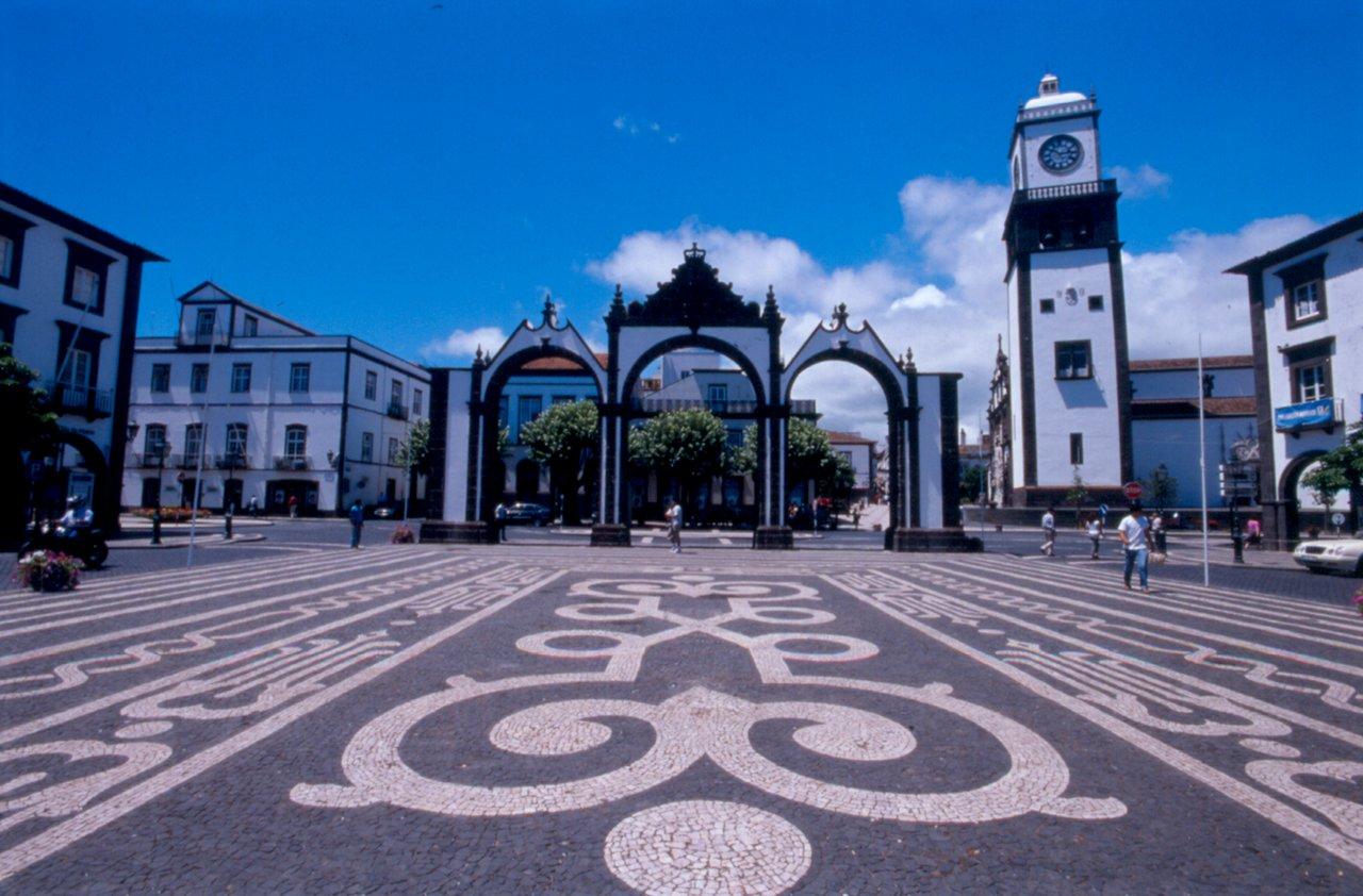 Portas da Cidade in Ponta Delgada