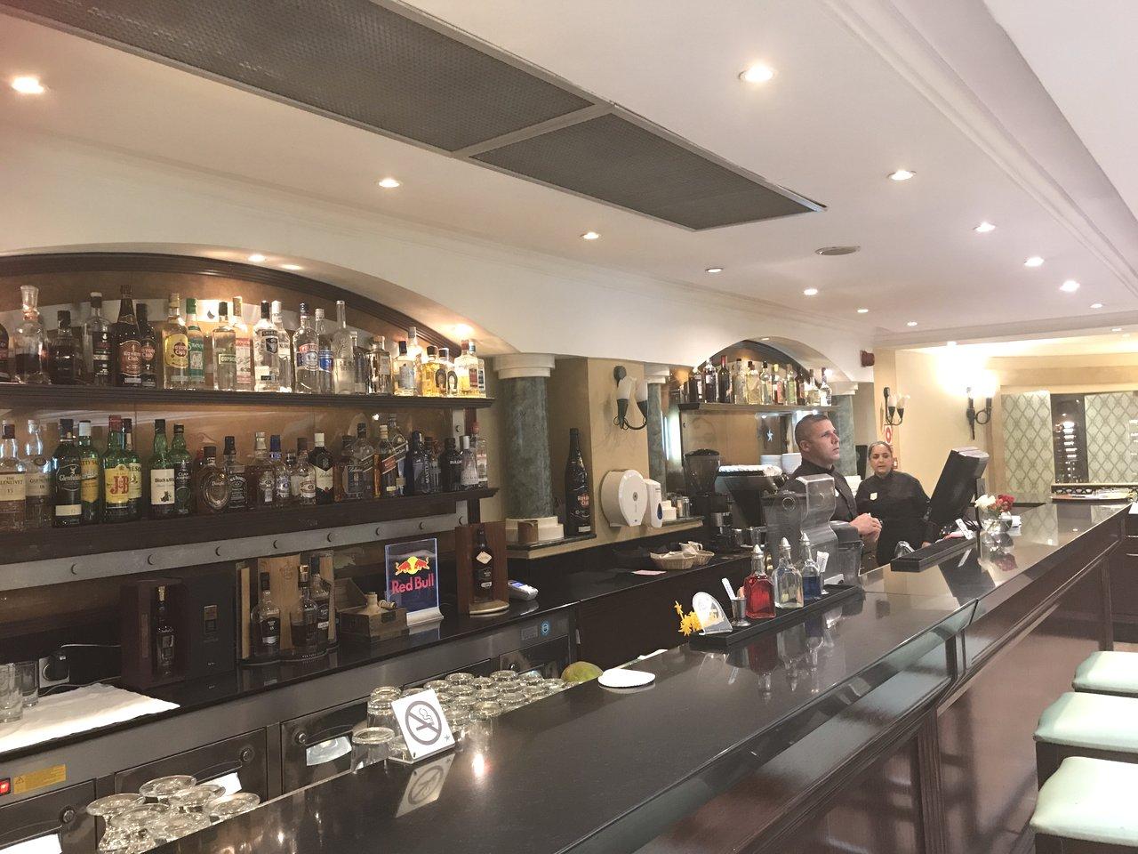 Portico bar