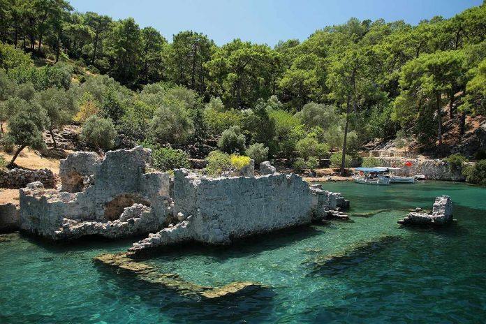 Ruins at Cleopatra's Bay