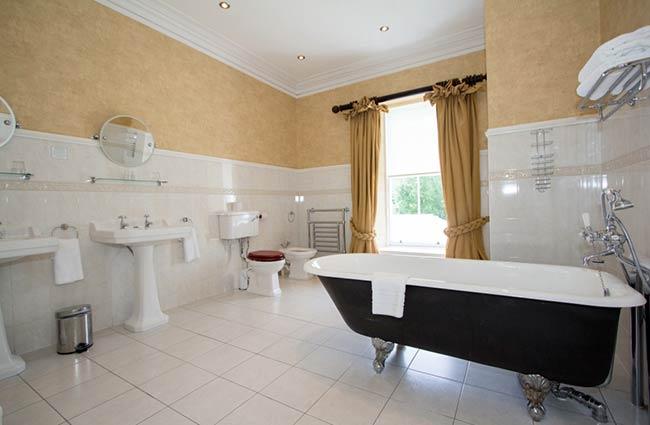 Skeabost Hotel bathroom