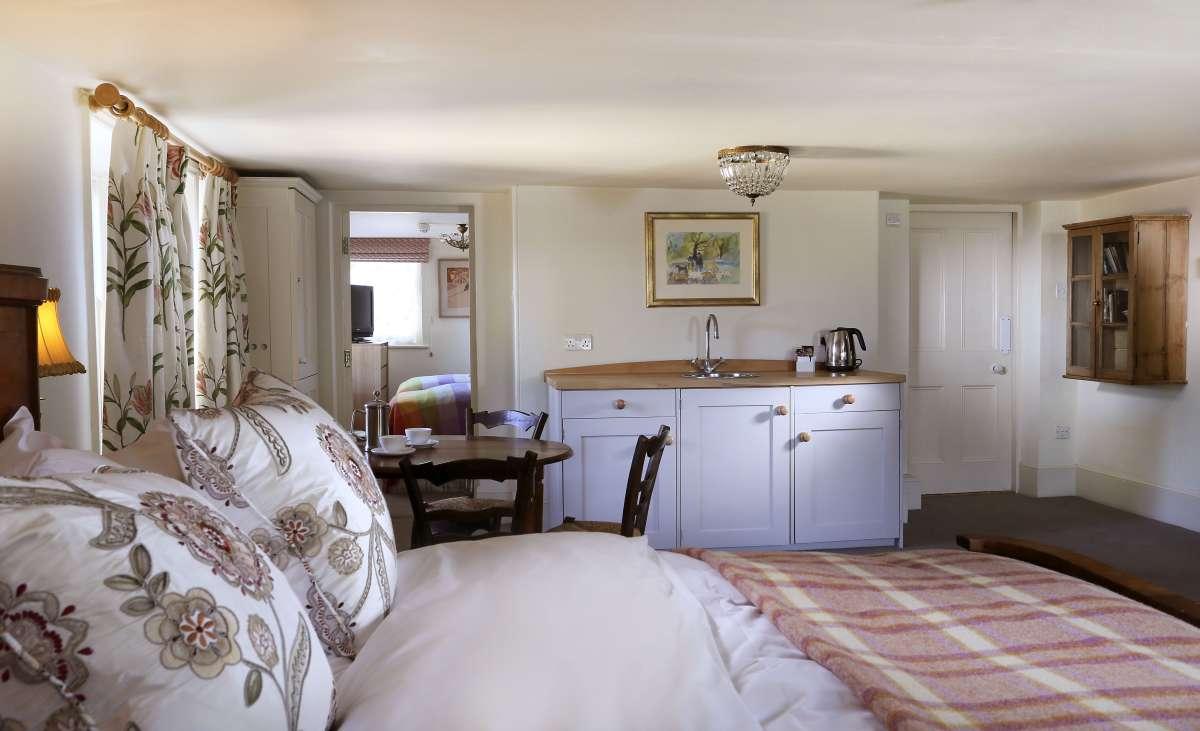 The Ickworth Lodge: bedroom