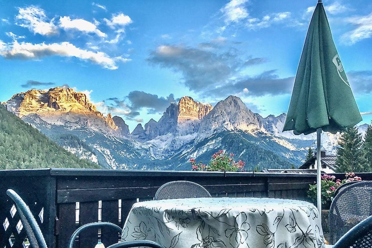 The bar at Hotel Lorenzetti in Mad ... di Campiglio © Valery Collins