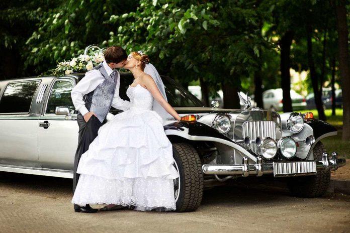 Wedding couple and limousine