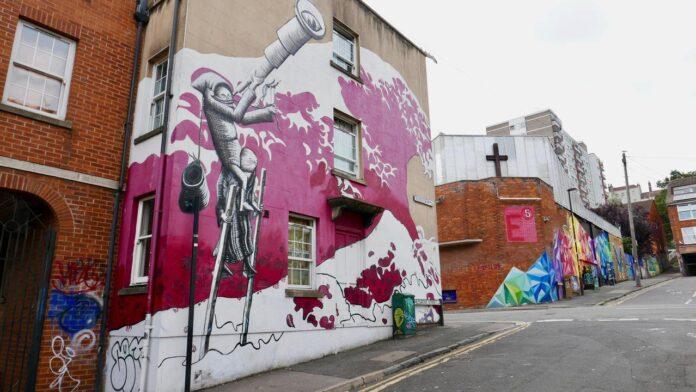 Where the Wall street art tour